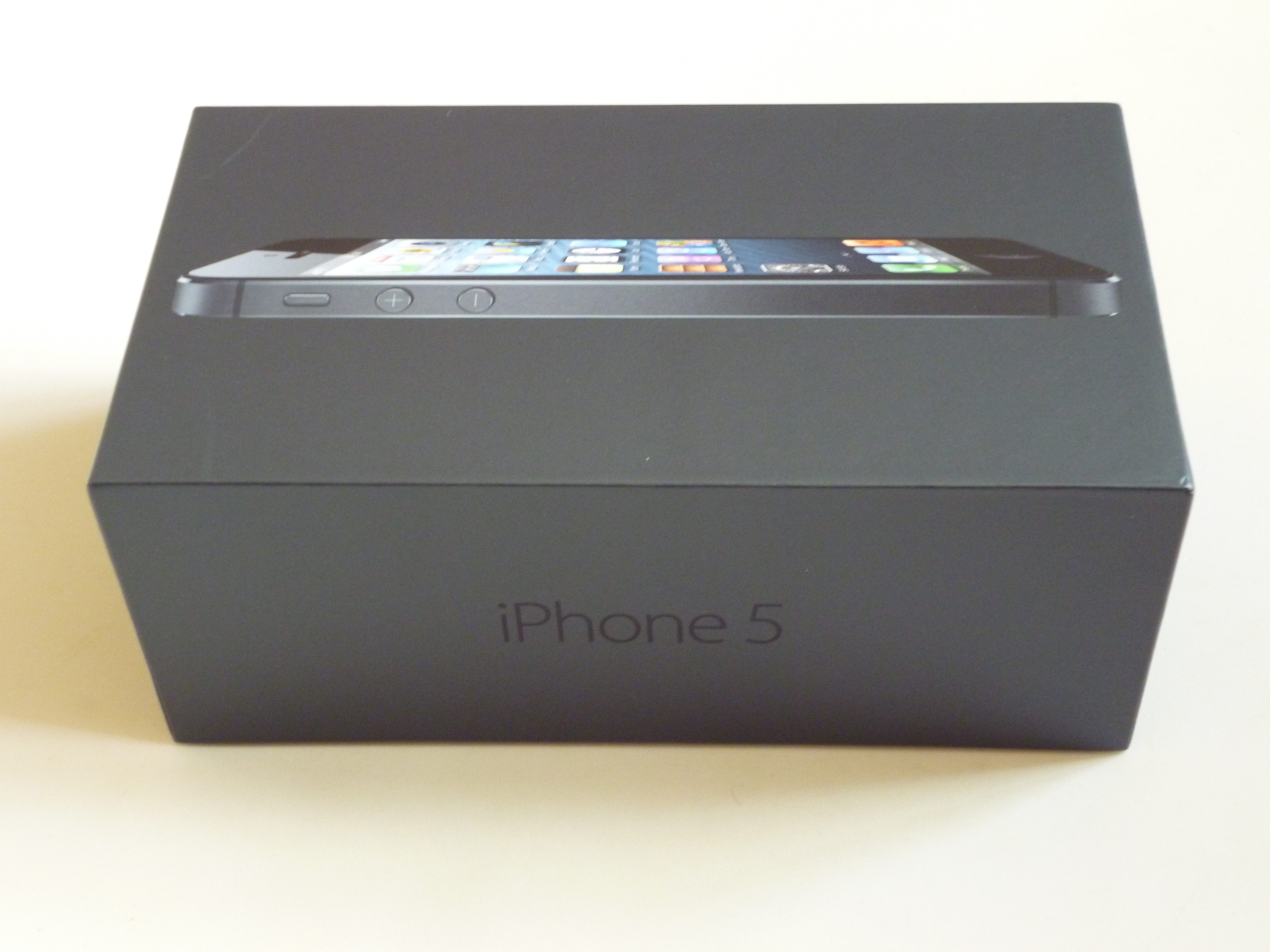 Apple iPhone 5. Itu2019s Here. Oh Yes! Unboxing Photos. : TechBeach