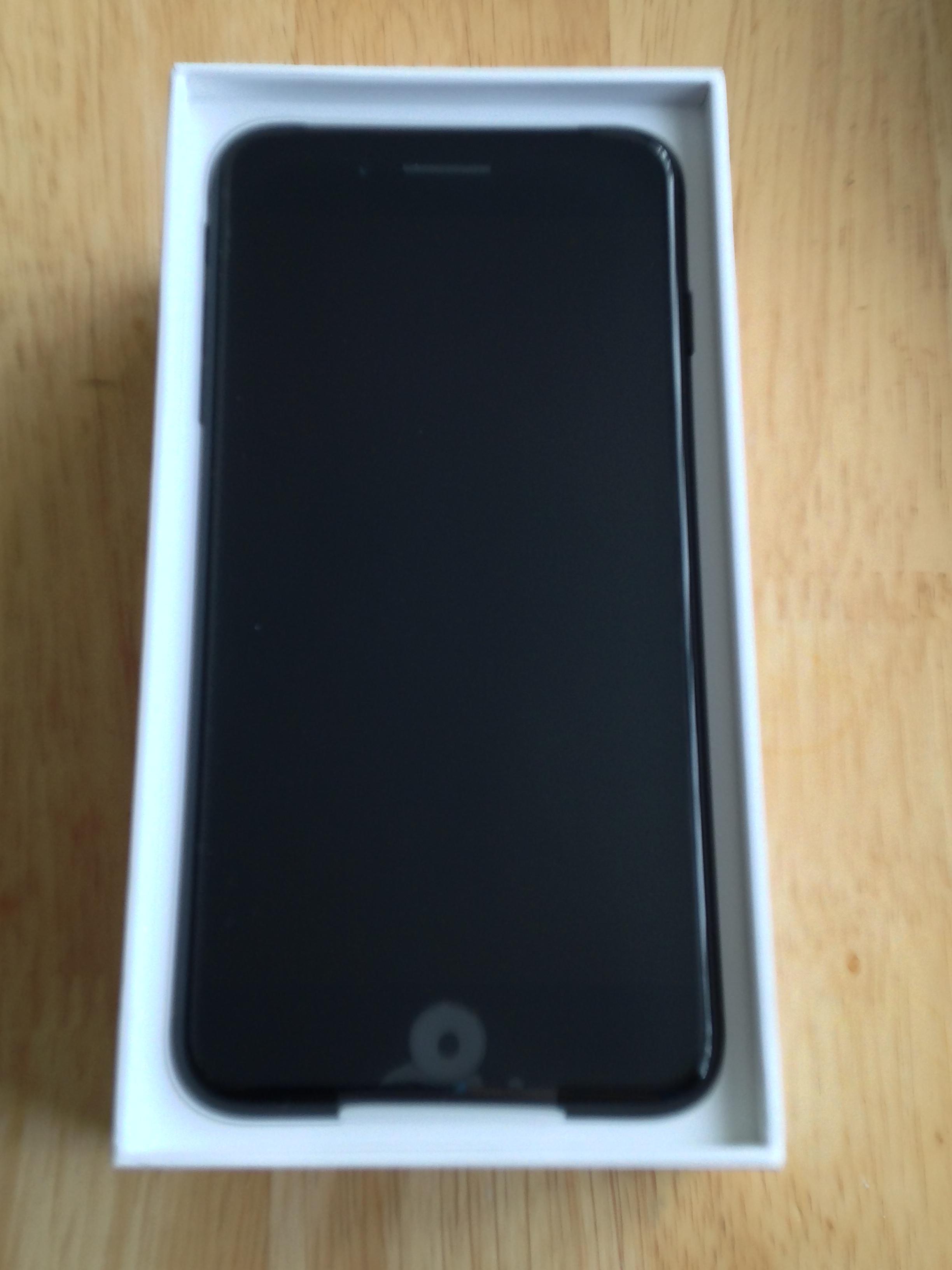 Apple 32gb Black Iphone 7 Plus Amp Apple Silicone Case